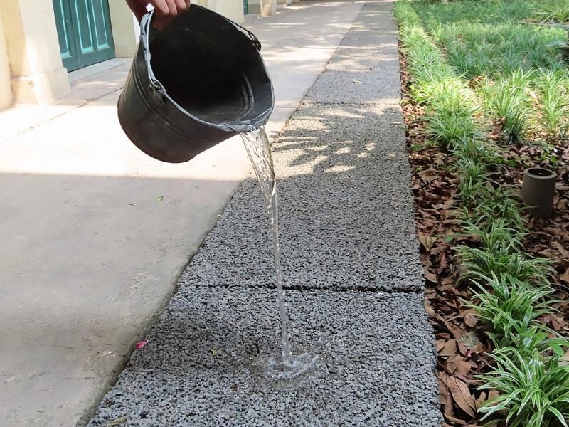 Mẫu bê tông hốc rỗng đang thử nghiệm giúp thoát nước vỉa hè