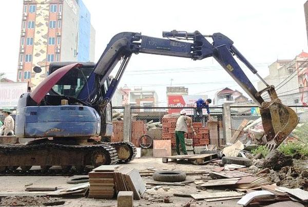 Cưỡng chế vi phạm trật tự xây dựng tại xã Hải Bối, huyện Đông Anh. Ảnh: Lâm Nguyễn