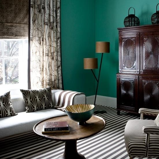 Đèn chụp có màu sắc, kiểu dáng phù hợp với phong cách bài trí nội thất giúp không gian phòng khách sang trọng hơn