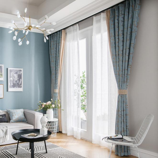 Nếu nội thất có màu trơn, bạn nên chọn rèm có họa tiết (Nguồn: My Curtain Decor)