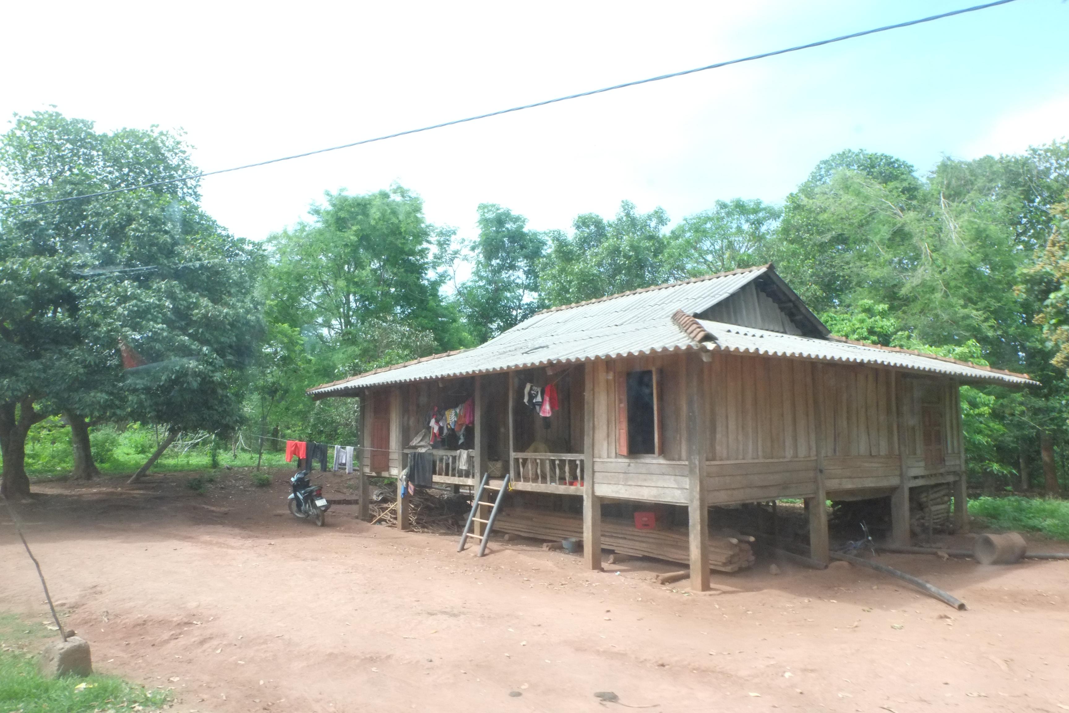 Xã biên giới A Dơi có hơn 90% đồng bào dân tộc thiểu số với những nếp nhà đơn sơ