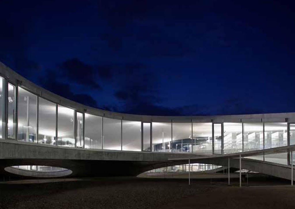 The Rolex Learning Center, Ecole Polytechnique Federale (Lausanne, Switzerland 2009). (Ảnh: Hisao Suzuki)