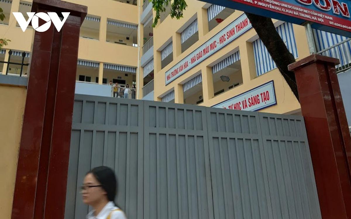 Kiểm tra các trụ cổng trường nếu có dấu hiệu nguy hiểm phải có biện pháp đảm bảo an toàn cho học sinh. (Ảnh minh họa)