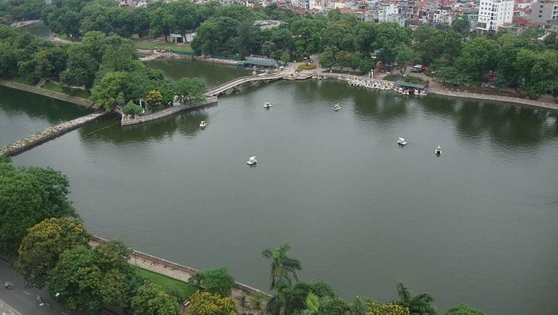 Hà Nội dừng các dự án bãi đỗ xe ngầm trên địa bàn 4 quận nội đô. Ảnh: Hồ Công viên Thủ lệ. (Nguồn: baoxaydung)