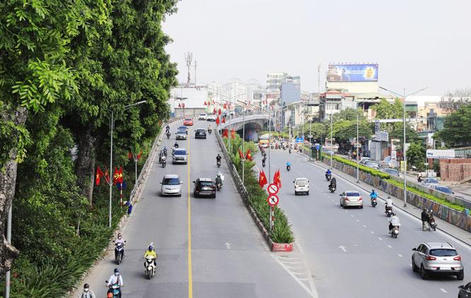 Hà Nội đang phát triển đồng bộ về hạ tầng để hướng tới đô thị xanh, văn minh, hiện đại. Trong ảnh: Cầu vượt An Dương - đường Thanh Niên góp phần giảm ùn tắc giao thông tại khu vực. Ảnh: Nguyễn Quang