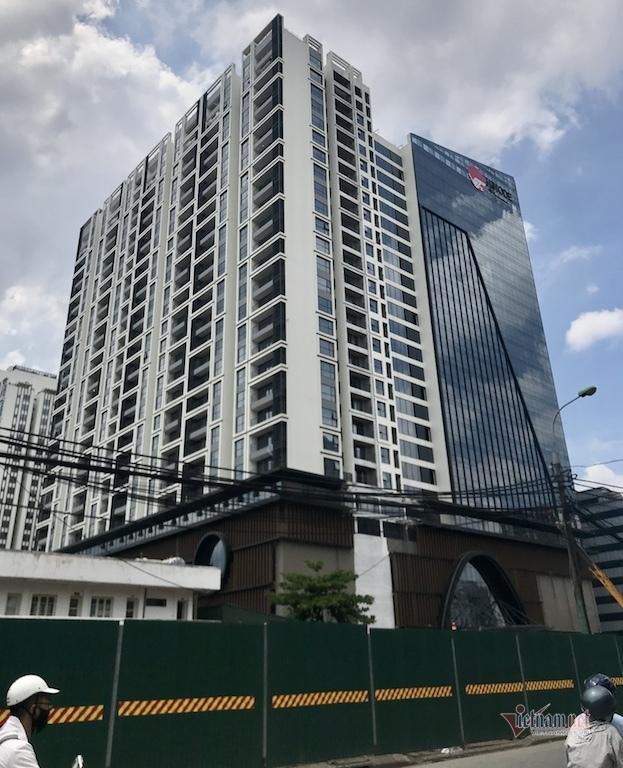 Dự án Hinode City gần 5.000 tỷ liên tiếp vi phạm từ trật tự xây dựng đến PCCC, dù chưa được nghiệm thu hoàn thành, chưa được chứng nhận an toàn phòng cháy chữa cháy…chủ đầu tư cho cư dân về ở bất chấp an toàn và quy định pháp luật