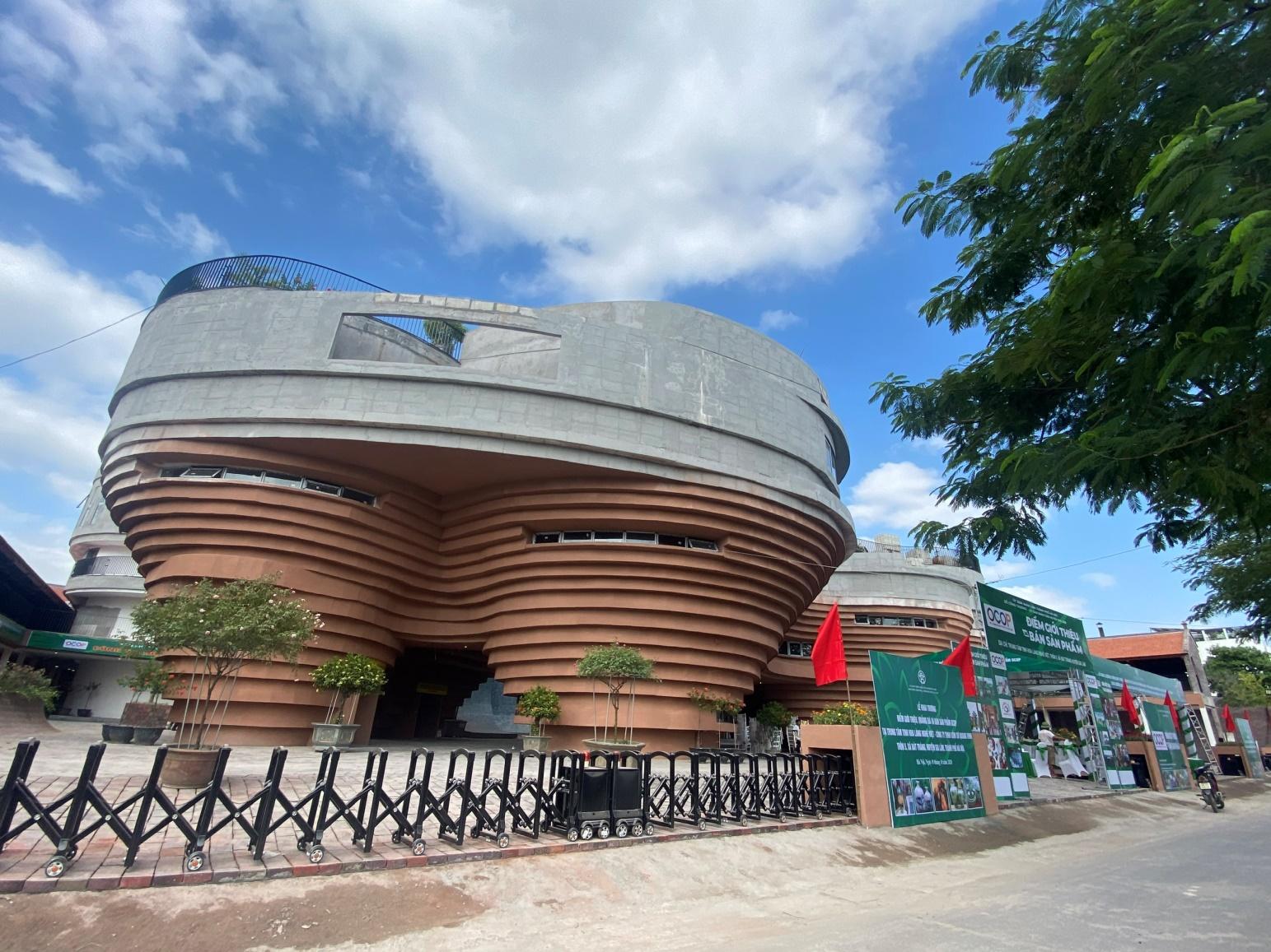 Trung tâm trưng bày sản phẩm gốm sứ Bát Tràng