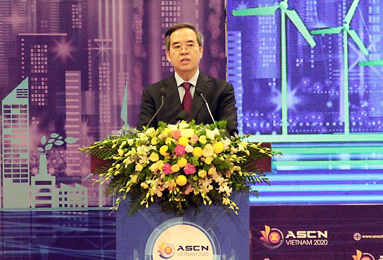 Trưởng Ban Kinh tế Trung ương Nguyễn Văn Bình phát biểu tại diễn đàn