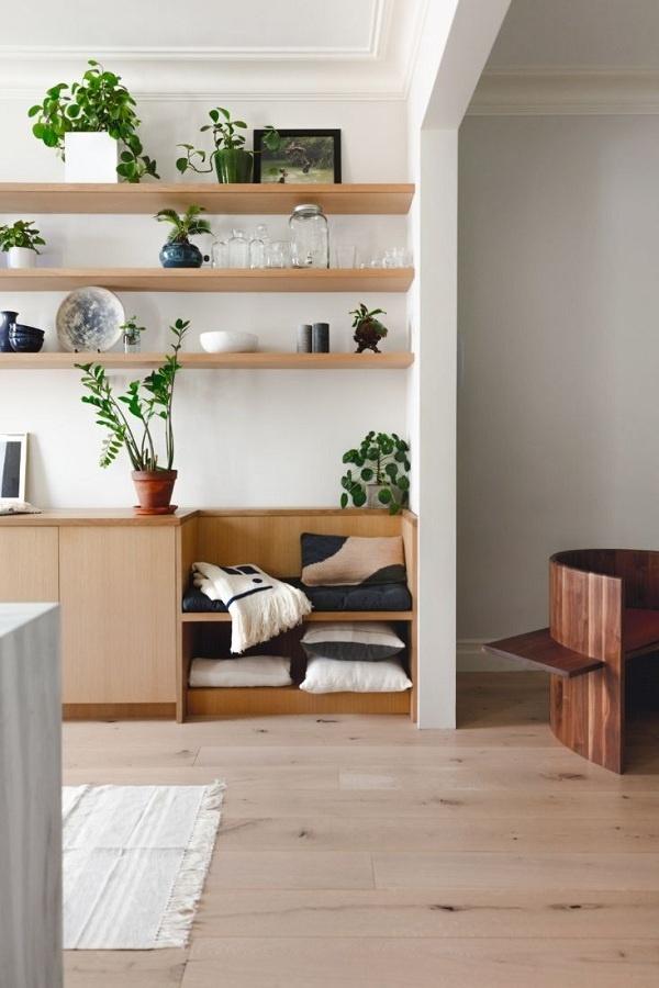 Với những ai thích đọc sách thì những mẫu thiết kế tích hợp góc đọc sách với kệ để đồ luôn là giải pháp tuyệt vời, đặc biệt là trong những căn hộ nhỏ.