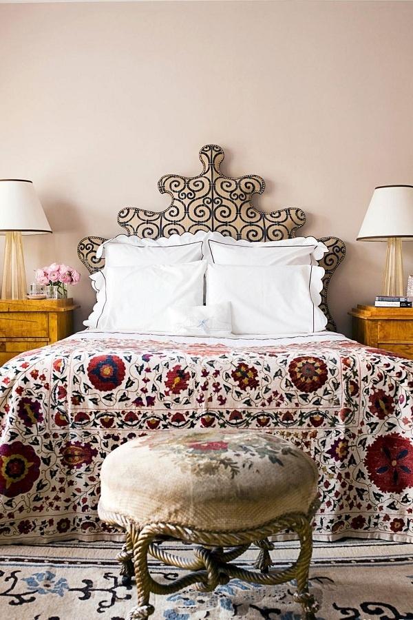 Màu hồng phấn mang đến sự thư thái, cảm giác ấm áp, thân thiện cho phòng ngủ. Gam màu này còn giúp những món đồ nội thất có hoa văn, họa tiết càng thêm nổi bật.