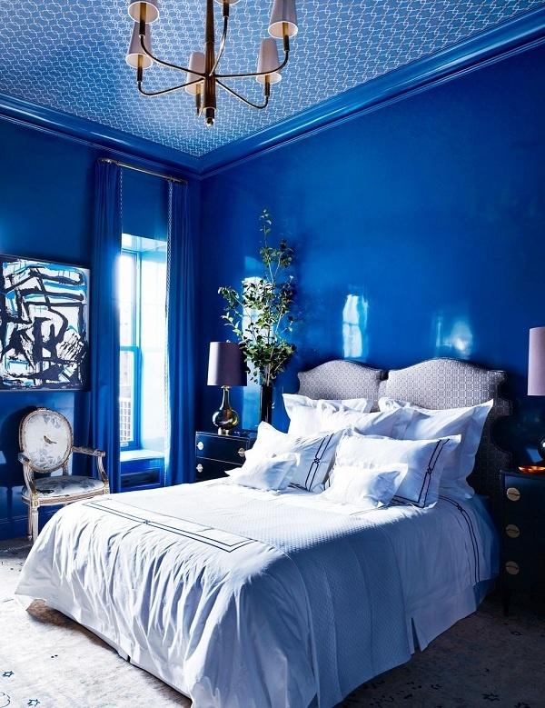 Phòng ngủ màu xanh cô-ban sẽ mang lại cho bạn cảm giác mát mẻ, tươi mới sau khi thức dậy.