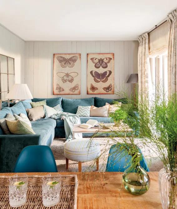 Đồ nội thất màu ngọc lam trong phòng khách trung tính