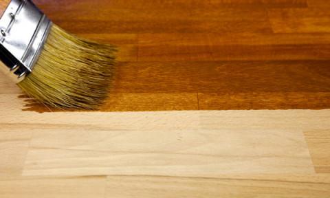 Véc-ni, thuốc nhuộm, dầu, sáp: Lớp hoàn thiện nào phù hợp nhất cho gỗ?