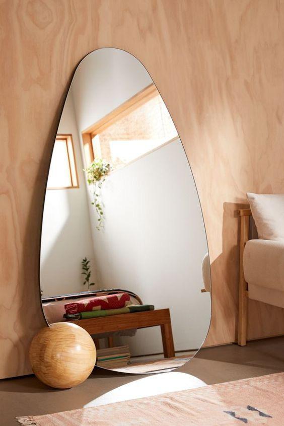 Những chiếc gương soi cực nghệ là vũ khí bí mật cho các căn hộ có diện tích nhỏ (Nguồn: Pinterest)