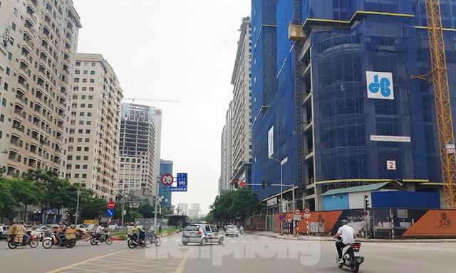 Theo Bộ Xây dựng, giá nhà ở đang quá cao, thu nhập của đa số người dân không đủ để mua nhà (Ảnh: Đình Phong)