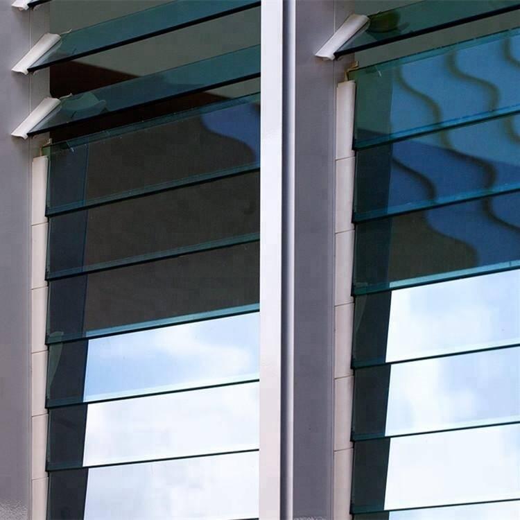 Cửa chớp lật giúp gia chủ dễ dàng điều khiển độ mở của cánh cửa