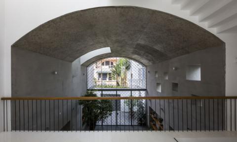 Khám phá ngôi nhà có không gian vòm rỗng đặc trưng của kiến trúc Việt Nam