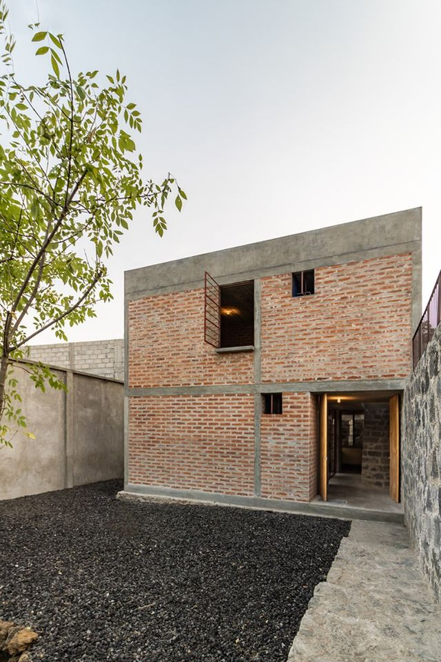 Việc sử dụng những nguyên liệu thông dụng, dễ kiếm giúp ngôi nhà trở nên gần gũi với một cuộc sống bình dị, nhẹ nhàng.