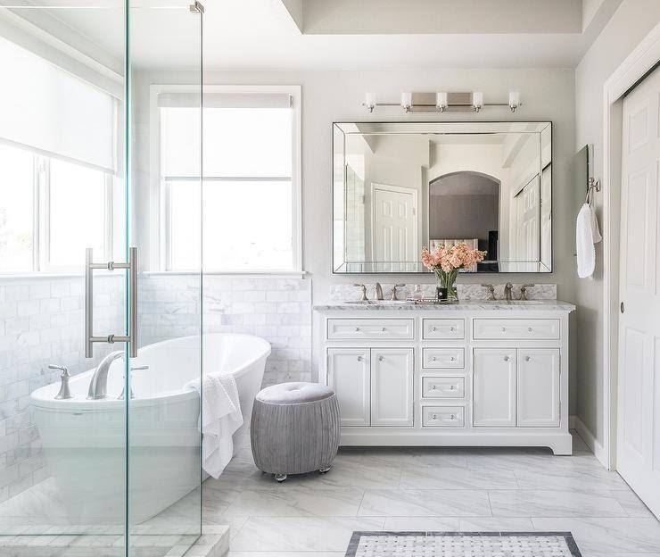 Phòng tắm phong cách vintage sẽ mang đến vẻ đẹp hoài cổ nhưng không kém phần tươi mới, hiện đại khi kết hợp với các vật dụng, thiết bị đa năng.