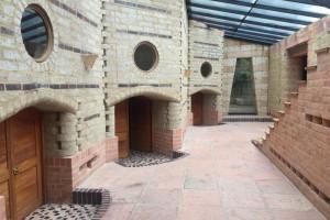 Sử dụng gạch không nung bằng đất nện để xây dựng một thế giới bền vững
