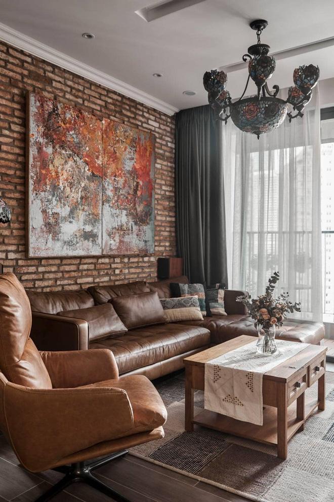 Không gian phòng khách đủ rộng rãi để cả gia đình có thể quây quần xem TV, nghe đàn piano