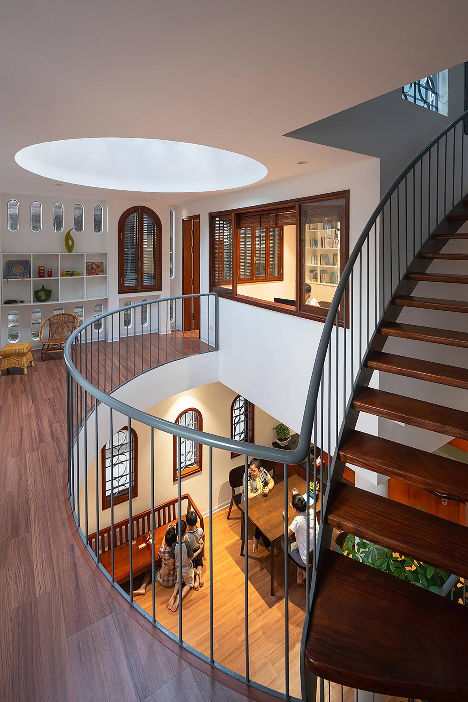 Tầng 1 là không gian phòng khách và bếp