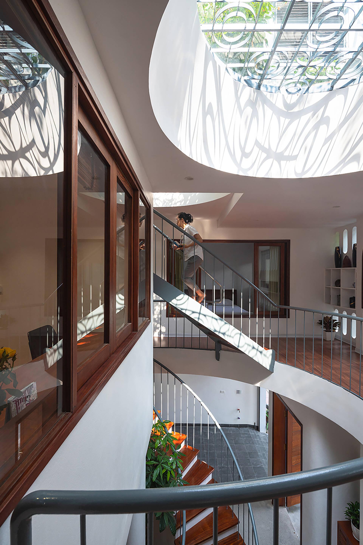 Các phòng đều sử dụng cửa kính tạo cảm giác không gian như rộng hơn