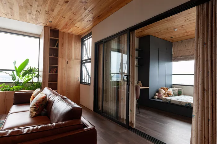 Phòng ngủ của con tiếp giáp phòng khách, khi mở ra rộng hơn, khi đóng lại vẫn có sự riêng tư