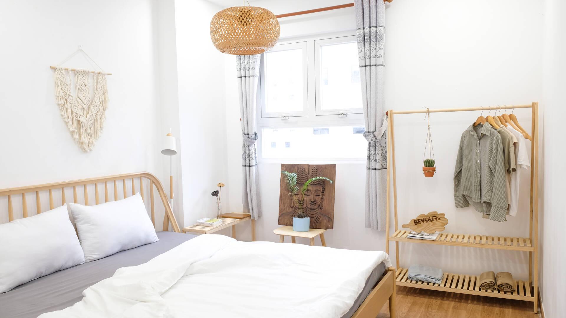 Bộ sản phẩm nội thất lắp ráp dành riêng cho phòng ngủ với thiết kế tinh giản, gọn nhẹ và tiện nghi