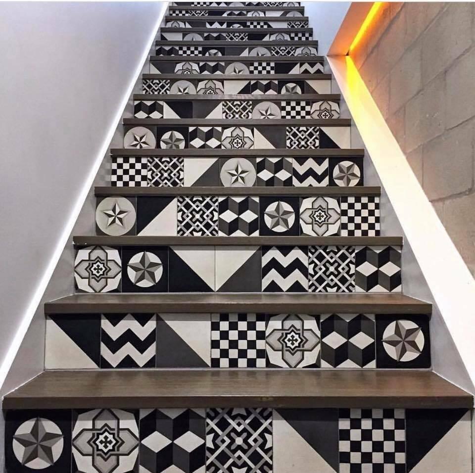 Hướng lên cầu thang trở nên thú vị và sinh động hơn hẳn