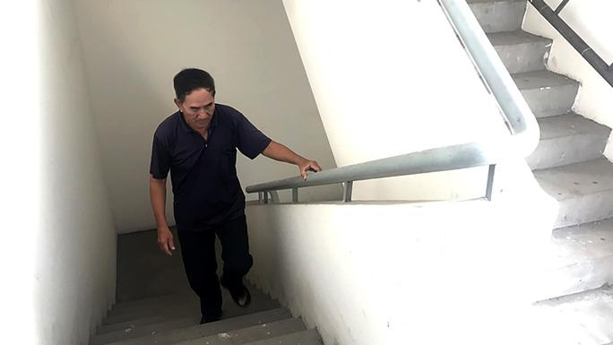 Chung cư Tân Mỹ (quận 7, TP HCM) không có phí bảo trì khiến thang máy hư hỏng liên tục, cư dân phải đi thang bộ