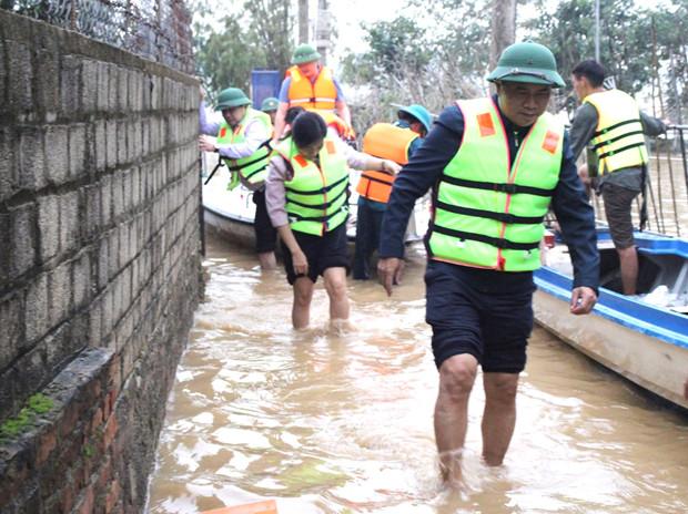 Thứ trưởng Bộ Xây dựng Lê Quang Hùng và đoàn công tác Bộ Xây dựng đang có mặt tại miền Trung