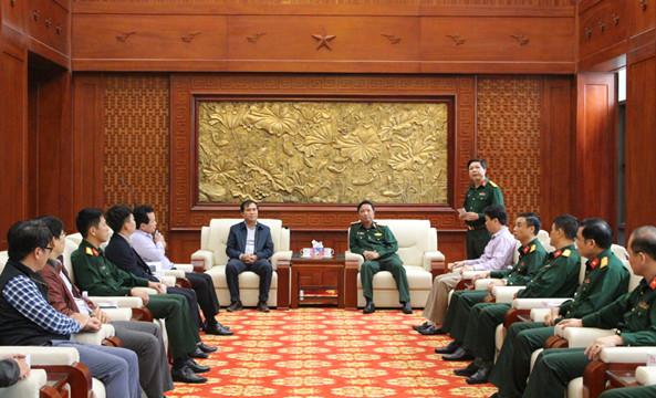 Đoàn công tác Bộ Xây dựng làm việc với Quân khu 4 - Bộ Quốc phòng