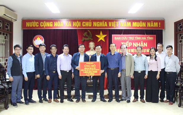 Bộ Xây dựng trao tặng UBMTTQVN tỉnh Hà Tĩnh 1 tỷ đồng gửi đến người dân bị thiệt hại do bão lũ