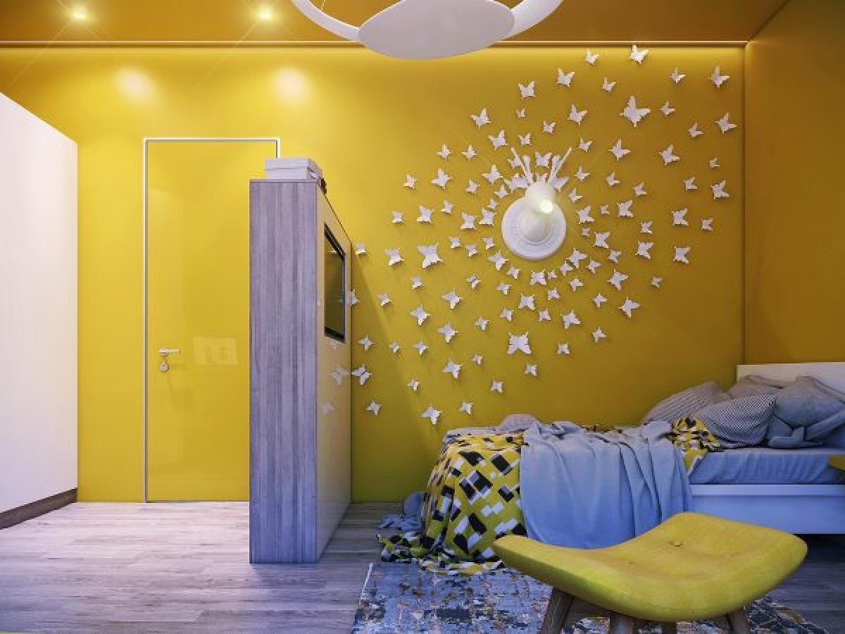 Trang trí bức tường vàng với đàn bướm trắng nổi bật