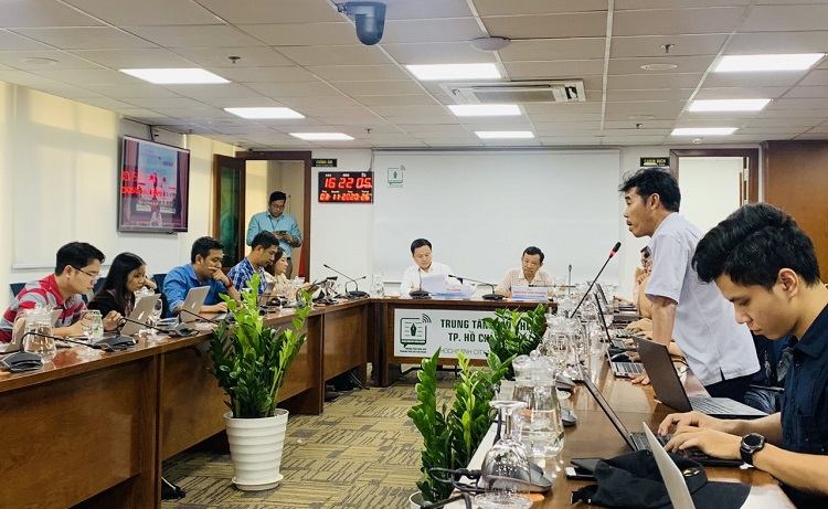 Đại diện báo chí đặt câu hỏi liên quan đến Thành phố Thủ Đức tại cuộc họp báo về kinh tế - xã hội TP Hồ Chí Minh tháng 10 và 10 tháng đầu năm 2020 vào chiều tối 3/11.