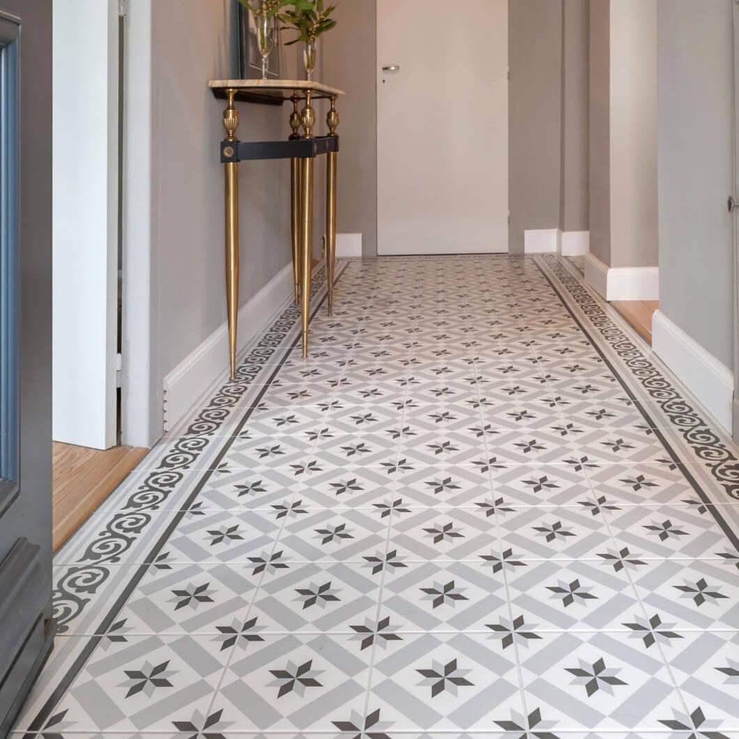 Gạch bông được lát ở hành lang nhà