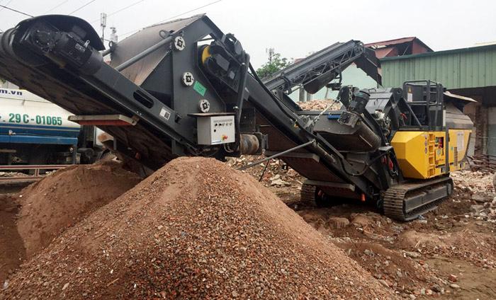 Dây chuyền tái chế phế thải xây dựng của Công ty CP xử lý chất thải xây dựng & phát triển môi trường Hà Nội. Ảnh: Vũ Cúc