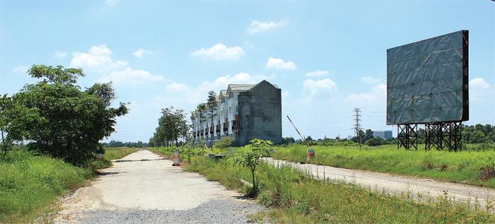 Những bất cập về Luật Đất đai khiến cho nhiều dự án bị bỏ hoang nhiều năm (trong ảnh: Dự án bỏ hoang tại xã Tiền Phong, Mê Linh, Hà Nội). Ảnh: Doãn Thành