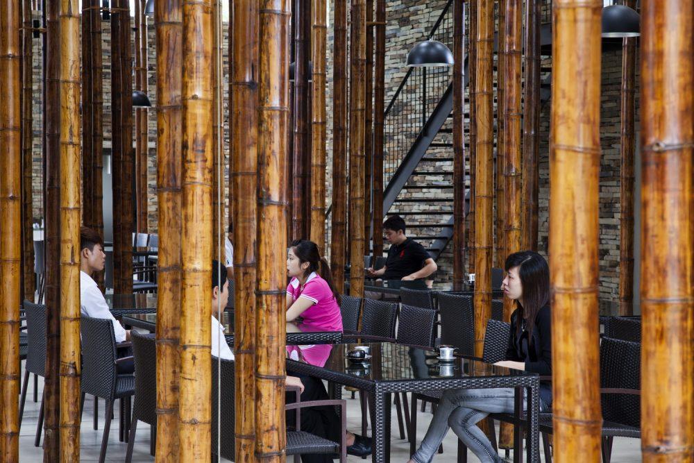 Thiết kế trên khuôn viên rộng lớn giúp nhà hàng có thể chứa tới 750 khách trong tầng dưới