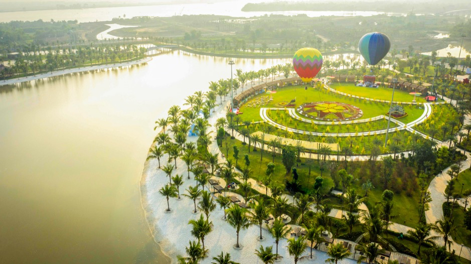 Vinhomes Grand Park 271ha gây ấn tượng với Công viên 36ha lớn nhất Đông Nam Á và chuỗi kỷ lục bán hàng: 10.000 căn hộ The Rainbow được tiêu thụ trong 17 ngày; 2.400 căn hộ The Origami được đăng ký đặt mua chỉ trong 3 ngày…
