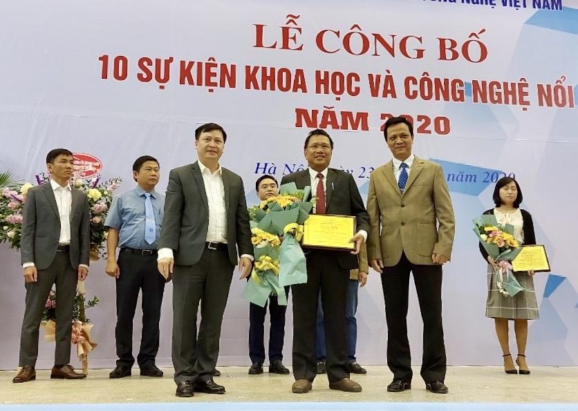Ông Hoàng Đức Thảo - Tổng Giám đốc Busadco nhận giải