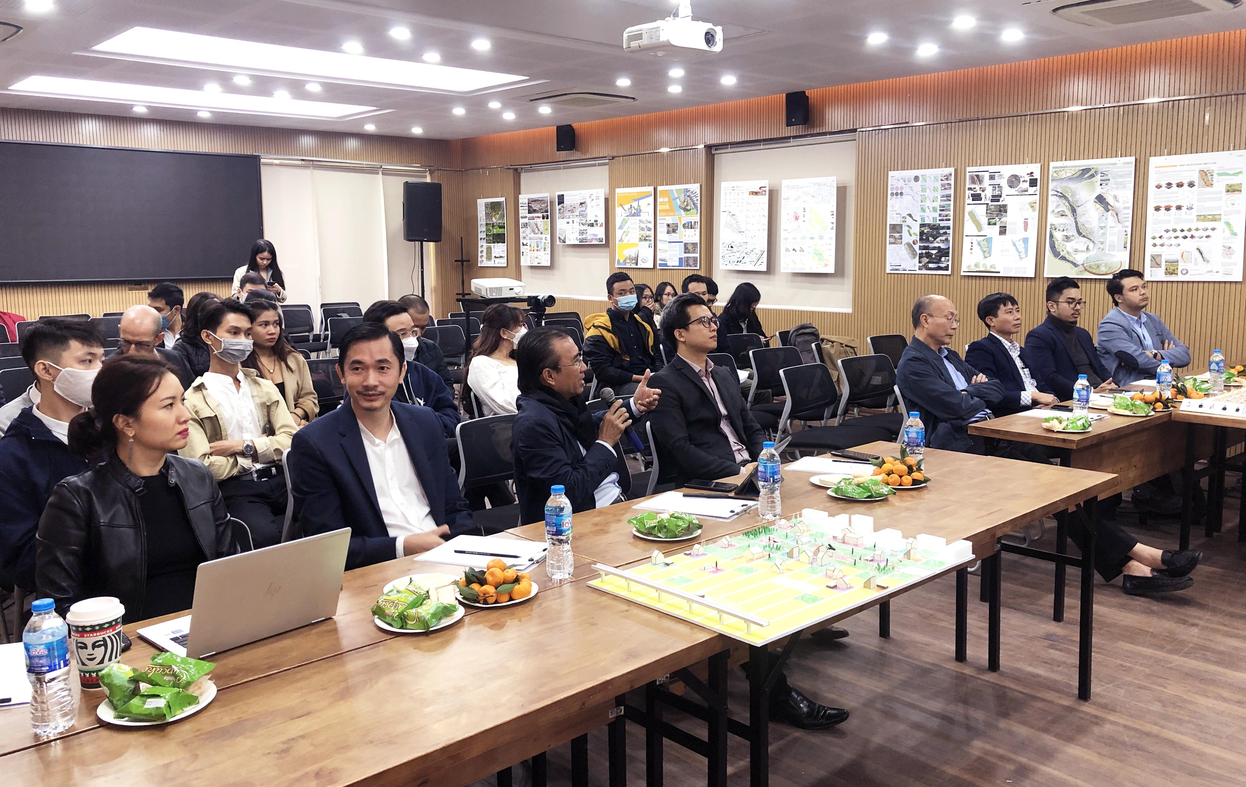 Hội đồng Ban giám khảo tại phần bảo vệ phương án dự thi của 4 nhóm vòng chung kết