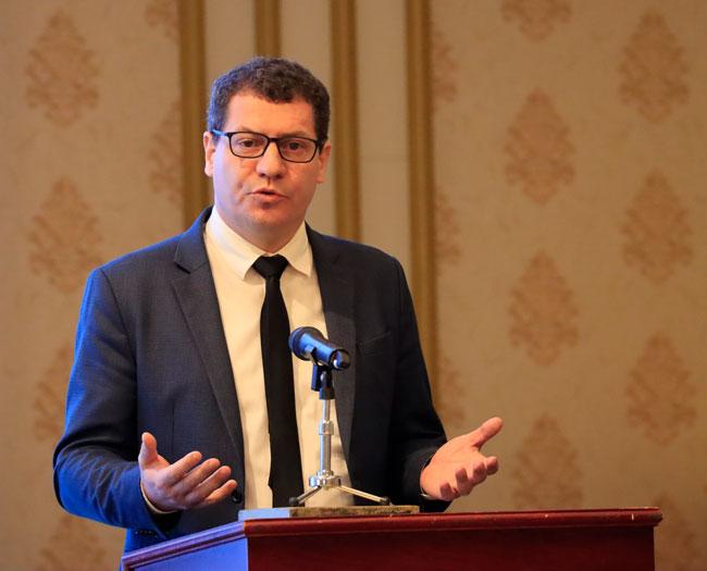 Tiến sỹ Kiến trúc Emmanuel Cerise - Đại diện vùng Île-de-France tại Hà Nội, Giám đốc PRX-Vietnam phát biểu tham luận tại hội thảo