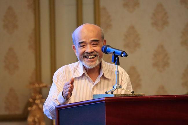 GS. TSKH Đặng Hùng Võ trình bày tham luận tại hội thảo
