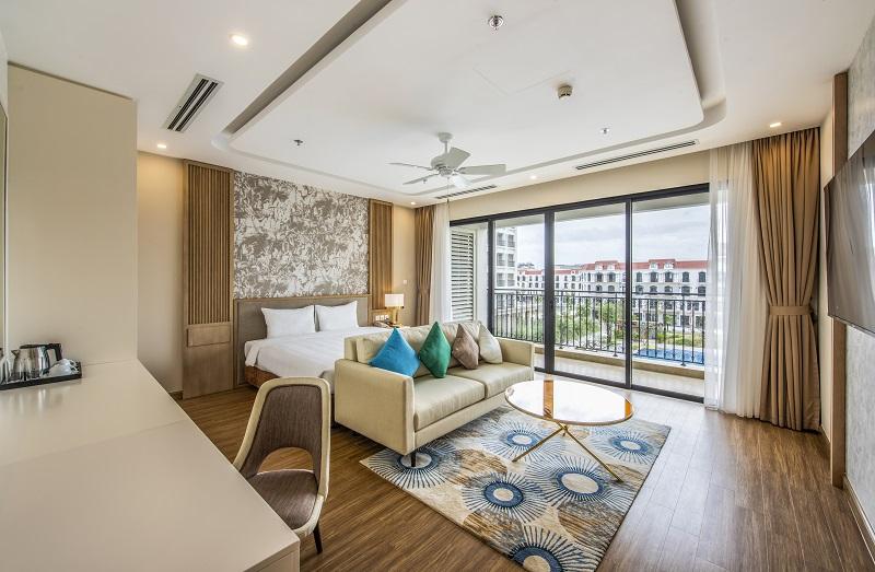 Khách sạn sở hữu gần 700 phòng tiêu chuẩn với thiết kế sang trọng