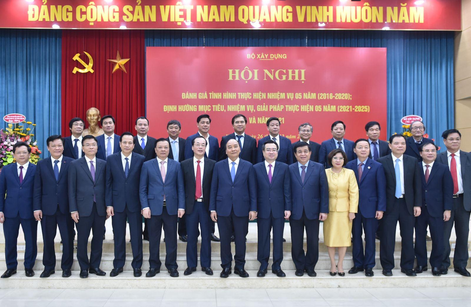 Thủ tướng Nguyễn Xuân Phúc cùng các đại biểu dự Hội nghị