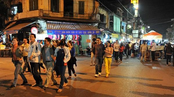 Việc mở rộng không gian đi bộ phía Nam phố cổ, kết nối với khu vực Hồ Hoàn Kiếm sẽ được thử nghiệm vào ngày 25/12. Ảnh minh họa: Hà Nội Mới