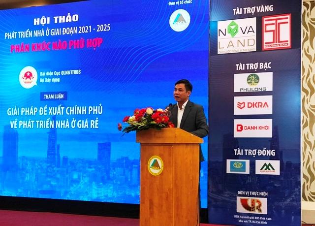 Đại diện Cục QLN&TTBĐS, Bộ Xây dựng tham luận tại Hội thảo (Ảnh: BTC)