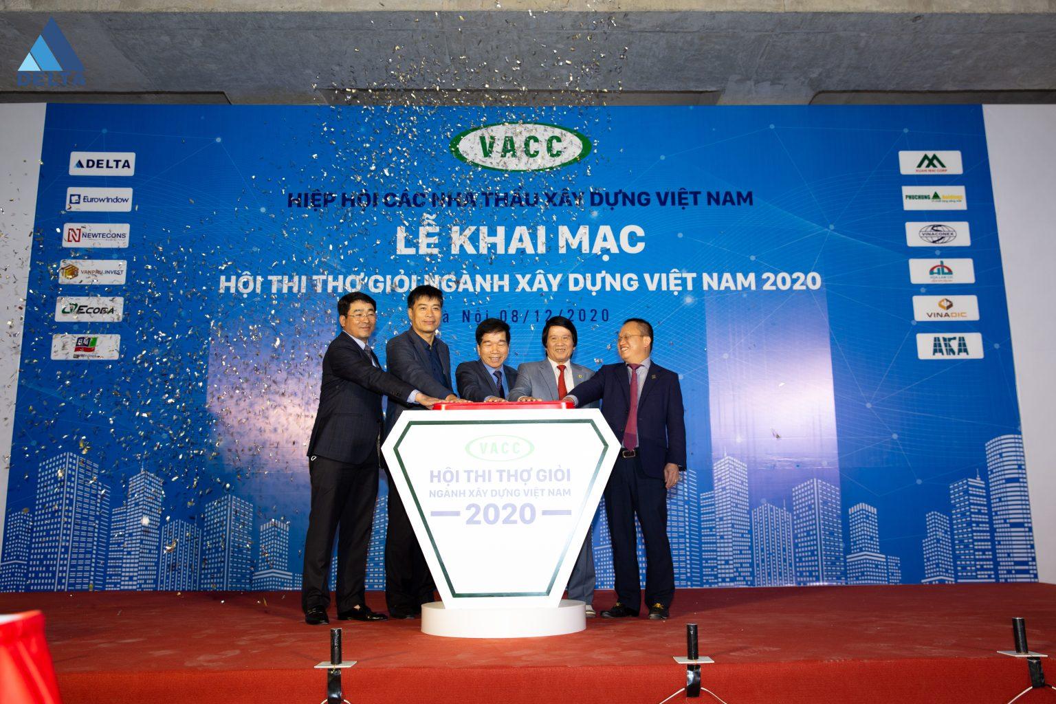 Ban tổ chức hội thi thực hiện nghi thức bấm nút khai mạc hội thi thợ giỏi ngành Xây dựng Việt Nam năm 2020